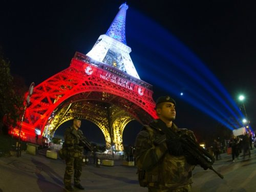 A-French-soldier-enforcing-the-Vigipirate-plan-Frances-national-security-alert-system-Getty-640x480