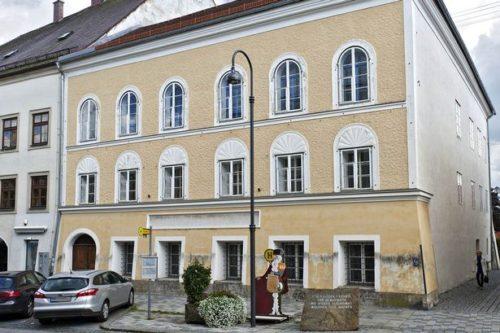 The-house-were-Adolf-Hitler-was-born-in-Braunau-Austria