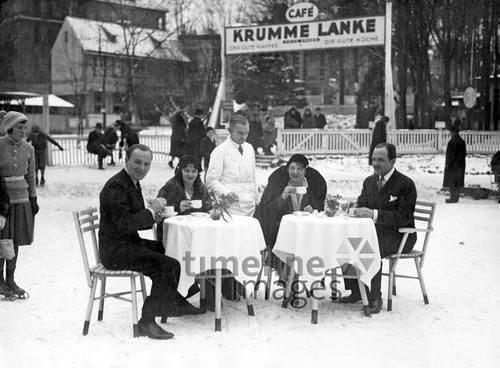 Frühstück auf dem Eis in Berlin, 1936