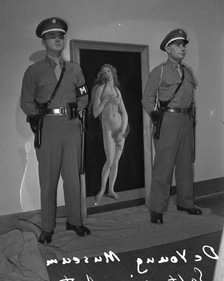 This looted Botticelli painting requires two armed guards at this San Francisco's De Young Museum 1948 exhibition.