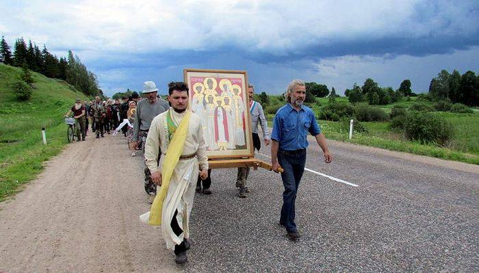 Honor Killing Jew: Russians March Hundreds Of Miles To Honor Royal Family