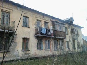 decrepit house.jpg