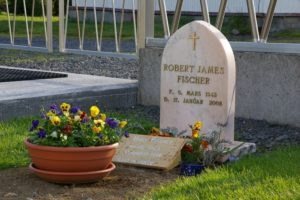 ed4d37c7b94687ca83729d38cbc3ea8c--chess-players-grave-markers.jpg