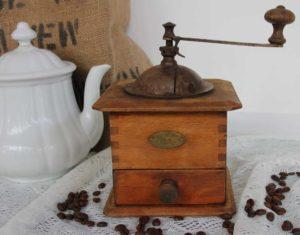 antike-Kaffeemühle-Peugeot-BLUE-COTTAGE-k-IMG_9938.jpg